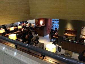 タリーズコーヒー江坂店 階段からの様子